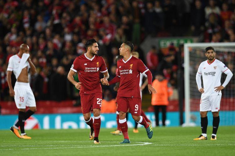 Emre Can dan Roberto Firmino merayakan gol Liverpool ke gawang Sevilla pada pertandingan Liga Champions di Anfield, Rabu (13/9/2017).