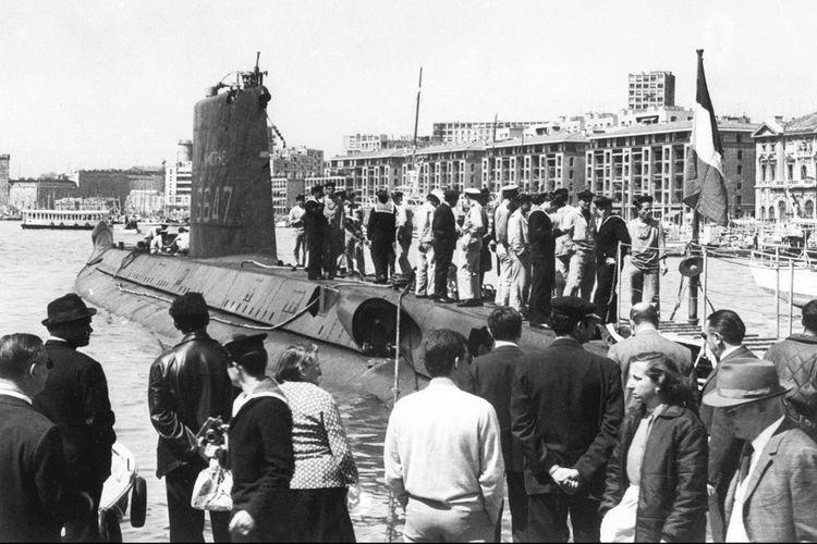 Foto yang diambil pada 1960-an memperlihatkan kapal selam Minerve milik Perancis saat berlabuh di pelabuhan Marseille.