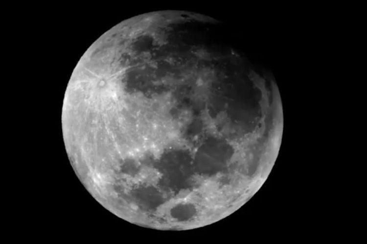 Foto atau wajah gerhana bulan sebagian pada Rabu (17/7/2019) dini hari pada saat awal kontak.