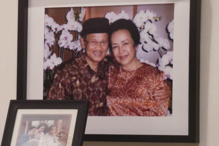 Foto Habibie dan Ainun dalam salah satu ruangan di kediaman Presiden ketiga RI BJ Habibie di kawasan Kuningan, Jakarta Selatan.