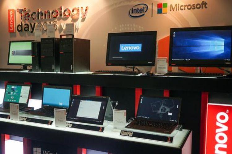 Perangkat komputer desktop dan notebook bisnis Lenovo yang dipamerkan dalam acara Lenovo Technology Day 2016 di Jakarta, Rabu (14/9/2016)