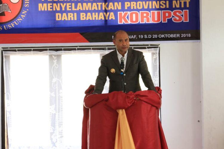 Gubernur Nusa Tenggara Timur (NTT) Viktor Bungtilu Laiskodat saat membuka Lokakarya Nasional dengan tema Menyelamatkan NTT dari Bahaya Korupsi di Aula Sekolah Tinggi Hukum Prof  Dr Yohanes Usfunan, di Nasipanaf, Kupang, Jumat (19/10/2018).