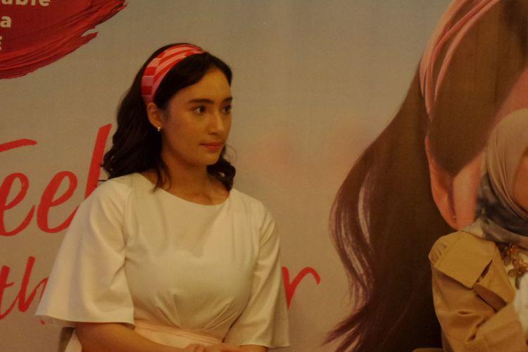 Aktris sekaligus Brand Ambassador Wardah, Tatjana Saphira pada peluncuran formula terbaru Wardah Exclusive Matte Lip Cream di Gandaria City, Jakarta, Selasa (26/2/2019).