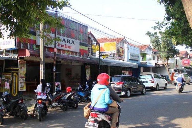 Kawasan kuliner ini berlokasi di sepanjang Jalan Raya Bangbarung Bogor, Kecamatan Tegalgundil, Bogor Utara, Kota Bogor.