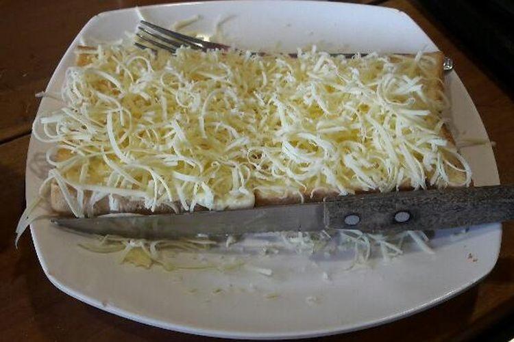 Roti bakar yang ditawarkan oleh warunk upnormal adalah dengan rasa yang crunchy tapi tidak gosong.
