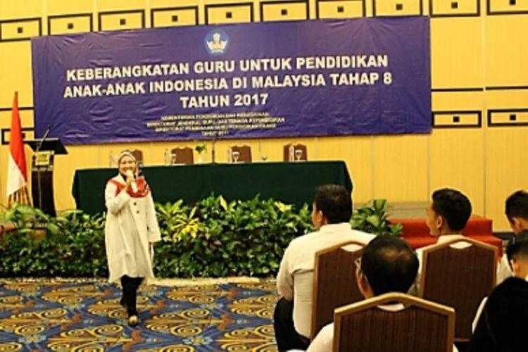 Guru yang ditugaskan mengajar anak-anak TKI di Malaysia