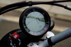 Cara Ducati Sixty2 Kasih Info Bensin Mau Habis