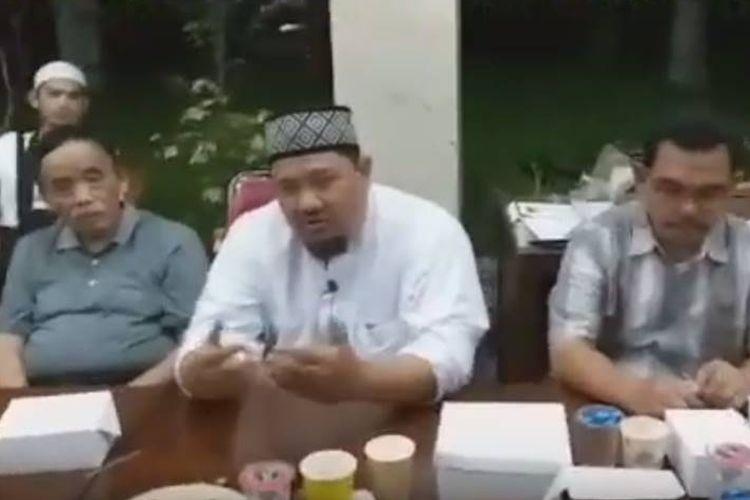 Ketua Gerakan Nasional Pengawal Fatwa (GNPF) Ulama Bogor Raya Iyus Khaerunnas ditangkap polisi pada Jumat (17/5/2019) oleh anggota dari Kepolisian Resor Bogor Kota.