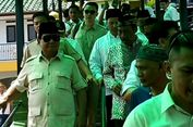 Prabowo Naik Helikopter Kunjungi Ponpes Suryalaya di Tasikmalaya