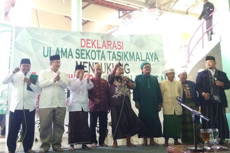 Para ulama dan santri di Kota Tasikmalaya mendeklarasikan dukungan kepada Pasangan Capres Jokowi-Amin di Pilpres 2019, Selasa (5/2/2019).