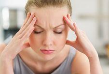 5 Sebab Sakit Kepala yang Tak Terduga, dari Dehidrasi sampai Menstruasi