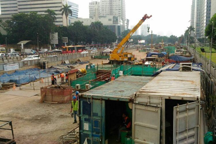 Kondisi area proyek pembangunan MRT di depan Ratu Plaza, Kamis (18/5/2017).