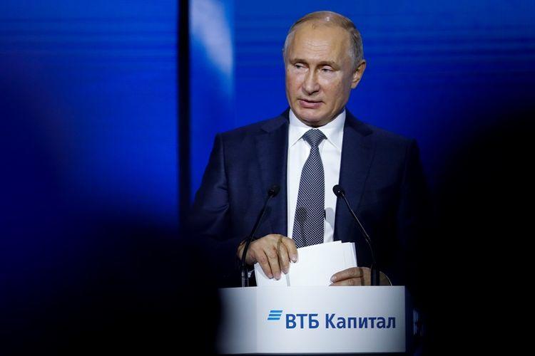 Presiden Rusia Vladimir Putin menyampaikan pidato dalam forum investasi tahunan di Moskwa, Rabu (28/11/2018).