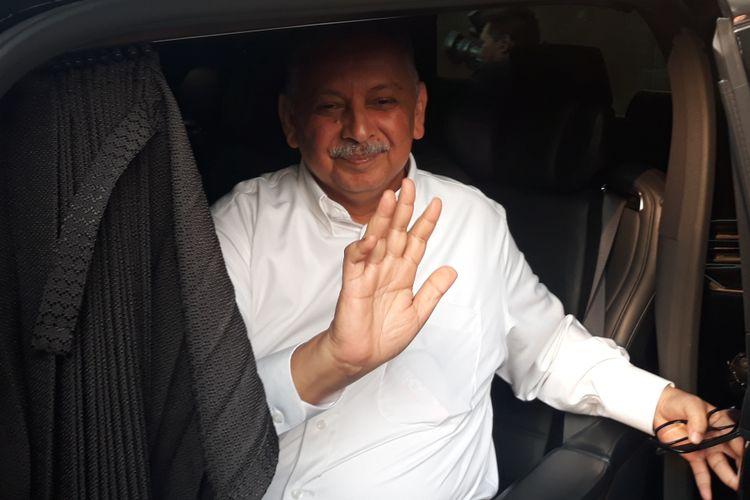 Direktur Utama PT PLN Persero Sofyan Basir seusai diperiksa di Gedung KPK Jakarta, Jumat (28/9/2018).