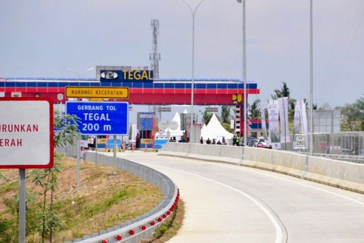 Gerbang Tol Tegal, Jawa Tengah.