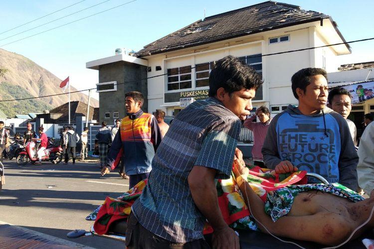 Gempa bumi terjadi di Lombok, Nusa Tenggara Barat dengan kekuatan magnitudo 6,4. Gempa ini terasa hingga Sumbawa dan Bali. Sejumlah bangunan dilaporkan roboh akibat gempa.