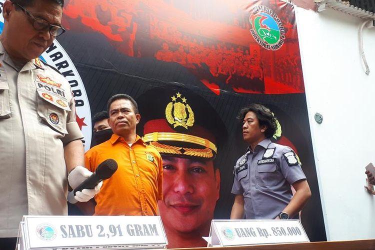 Ketua Front Pemuda Muslim Maluku (FPMM) Umar Kei (baju oranye) dalam konferensi pers di Polda Metro Jaya, Jakarta Selatan, Kamis (15/8/2019).
