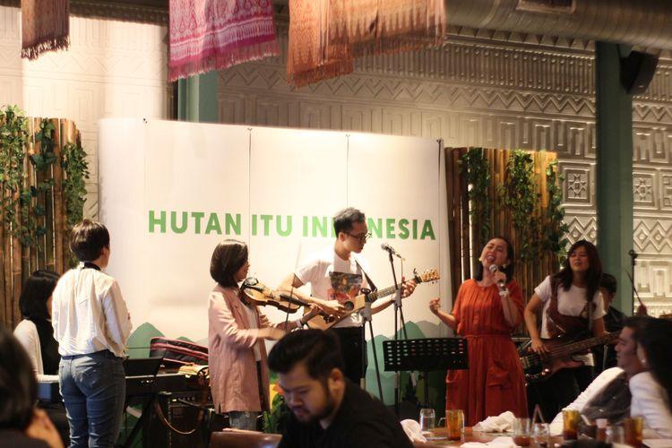 Penampilan S.A.T.U, kolaborasi musisi lintas agama yang memeriahkan acara Jamuan Hutan Itu Beragam, Jumat (17/5/2019)