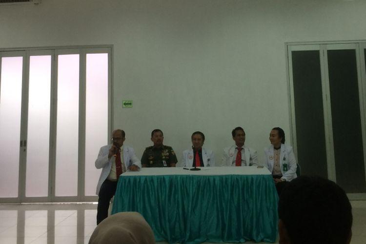 Ketua Umum Ikatan Dokter Indonesia (IDI) Ilham Oetama Marsis dalam keterangan resminya, di Media Center, RSPAD Gatot Subroto, Jakarta, Minggu (12/8/2018).