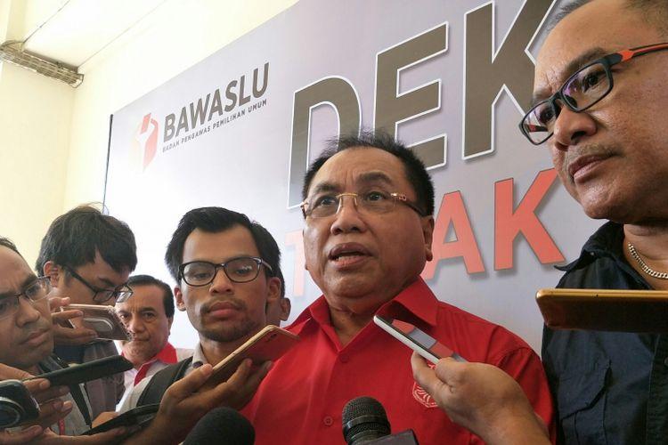 Ketua Dewan Pimpinan Nasional (DPN) PKPI Bidang Hukum, Syarifuddin Noor ketika ditemui usai mendaftarkan gugatan partainya ke Badan Pengawas Pemilu (Bawaslu),Jakarta, Rabu (21/2/2018).