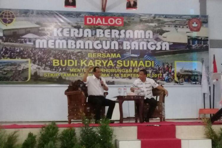 Menhub Budi Karya Sumadi memberikan kuliah umum di STKIPTaman Siswa Bima pada Minggu (10/9/2017)