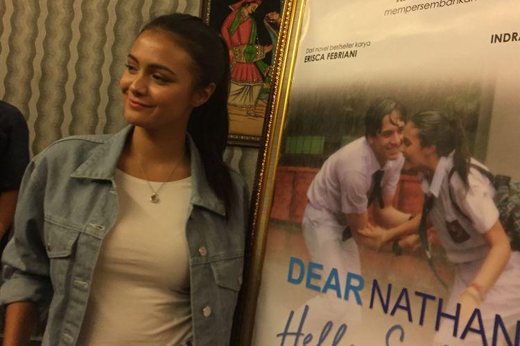 Amanda Rawles menghadiri acara syukuran film Dear Nathan: Hello Salma di kantor Rapi Film, Cikini, Jakarta Pusat, Selasa (16/5/2018).
