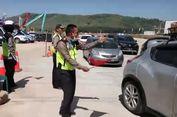 Polisi Kendal Joget 'Lagu Syantik' di Pintu Keluar Tol Weleri yang Buat Pemudik Tersenyum