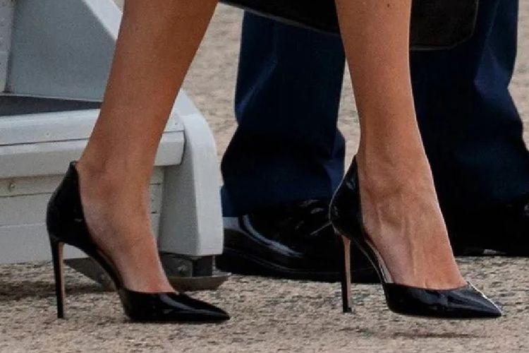 Sepatu stiletto setinggi 4 inci terlihat memukau di kaki Ivanka Trump.