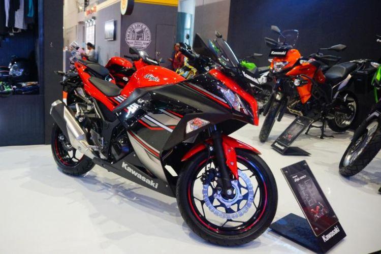 Kawasaki menampilkan Ninja 250 dengan warna baru