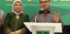Bakal calon gubernur dan wakil gubernur Jawa Tengah Sudirman Said (tengah) dan Ida Fauziah (kedua kiri), Wasekjen PKB Daniel Johan (kiri), Ketua DPP PKB Marwan Jafar (kedua kanan) dan Sekjen Partai Gerindra Ahmad Muzani (kanan) melakukan deklarasi Calon Gu