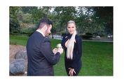 Ketika Khloe Kardashian Temani Penggemar Hadiri 'Prom Nite'...