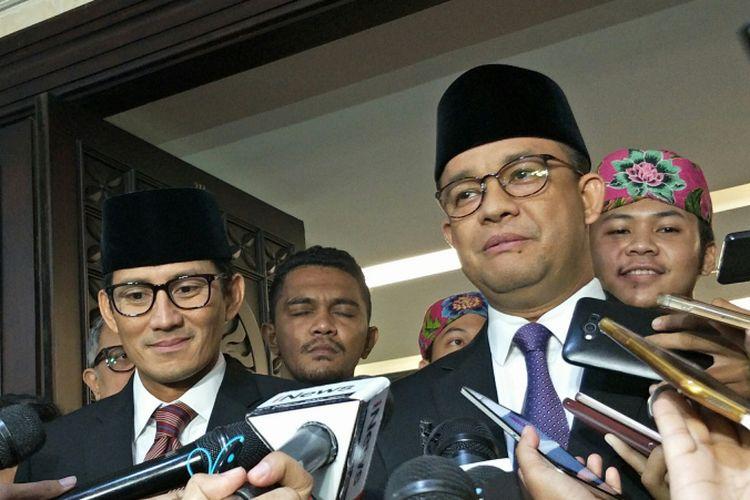Wakil Gubernur DKI Jakarta Sandiaga Uno dan Gubernur DKI Jakarta Anies Baswedan di Gedung DPRD DKI Jakarta, Kamis (30/11/2017).