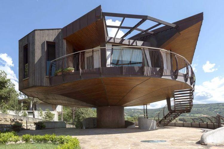 Rumah yang terlatak di utara Italia ini dapat berputar penuh 360 derajat.