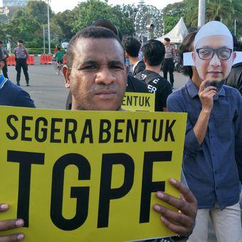 Setahun kasus penyerangan kepada Penyidik senior KPK Novel Baswedan diwarnai dengan aksi demonstrasi di depan Istana Negara, Jakarta, Rabu (11/4/2018).