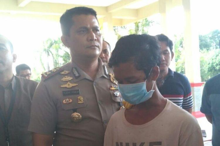 Tersangka AA saat diamankan di Polres Banyuasin, Sumatera Selatan