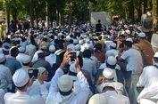 Sidang Putusan, Massa Pendukung HTI Doa Bersama di Depan PTUN
