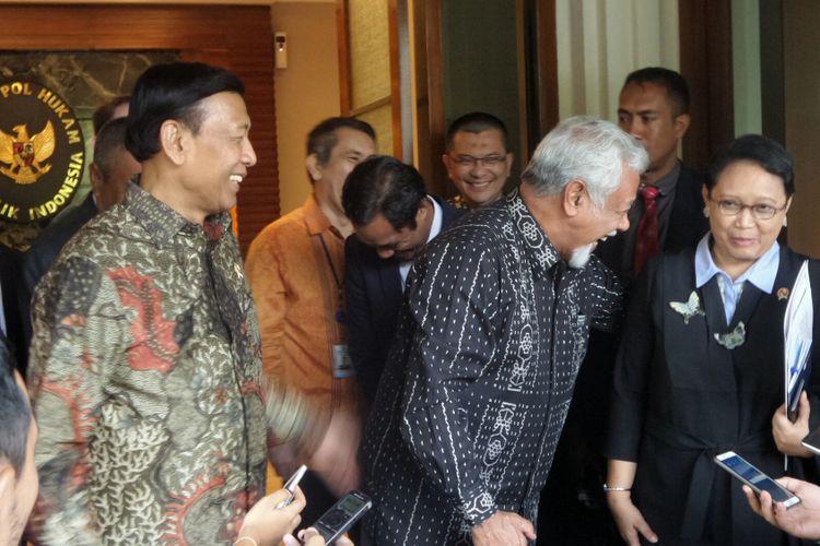 Menteri Koordinator Bidang Politik, Hukum dan Keamanan Wiranto, Menteri Luar Negeri Retno Marsudi dan Utusan Khusus Timor Leste untuk negosiasi perbatasan, Xanana Gusmao di Kemenko Polhukam, Jakarta Pusat, Selasa (12/9/2017).