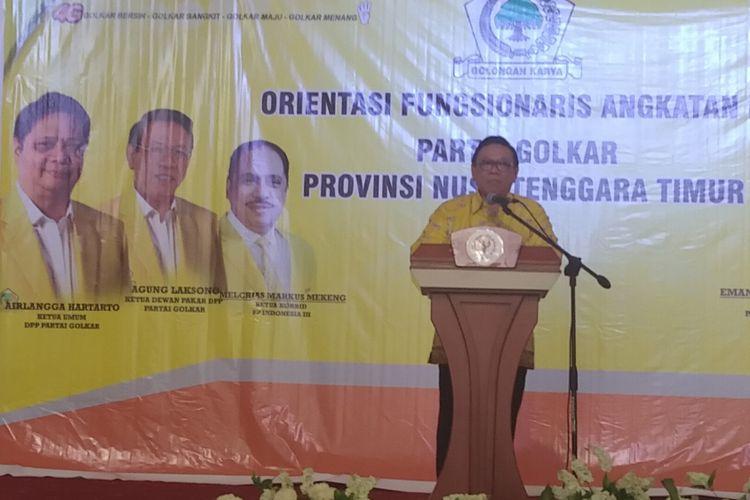 Ketua Dewan Pakar DPP Partai Golkar Agung Laksono, saat memberikan pembekalan kegiatan orientasi fungsionaris angkatan II Partai Golkar NTT, di Kupang, Rabu (9/5/2018).