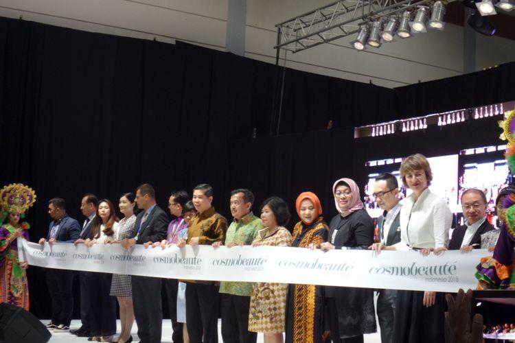 Pembukaan Cosmobeaute Indonesia 2018, pameran industei kecantikan terbesar di Indonesia yang menghadirkan beragam produk dan inovasi di bidang industri kecantikan, diselenggarakan mulai 11-13 Oktober 2018 di Jakarta Convention Center (JCC).