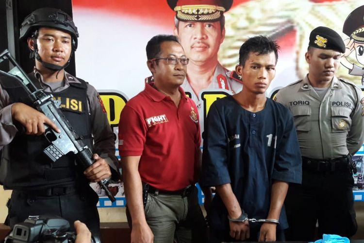 Pelaku penganiayaan, Sunaryo, diamankan Polres Temanggung setelah diduga aniaya balita hingga tewas dan lukai para tetangganya, Rabu (13/11/2018).