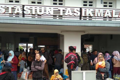 Kereta Galunggung Jurusan Tasik-Bandung Gratis, Warga Antusias Mengantre