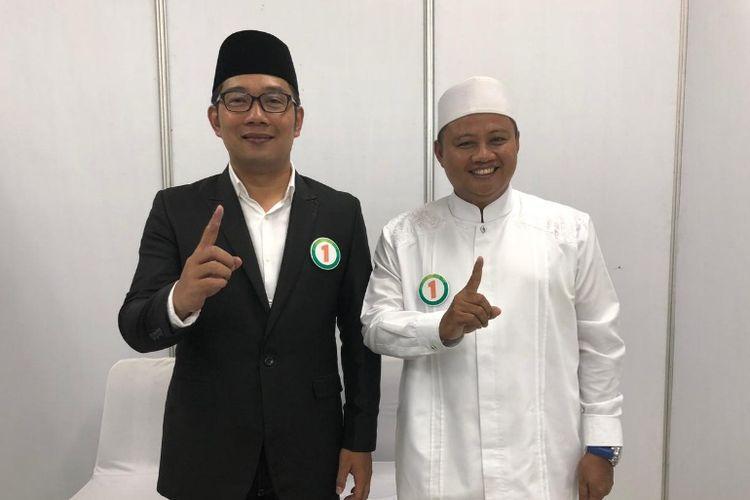 Pasangan nomor urut 1 di Pilkada Jabar 2018, Ridwan Kamil dan Uu Ruzhanul Ulum (Rindu)  saat hadir dalam acara debat publik di Gedung Sabuga, Bandung, Senin (12/3/2018) malam.