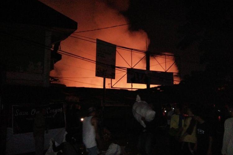 Kondisi kebakaran di Pasar Sederhana, Kota Bandung, Jumat (5/10/2018) malam.