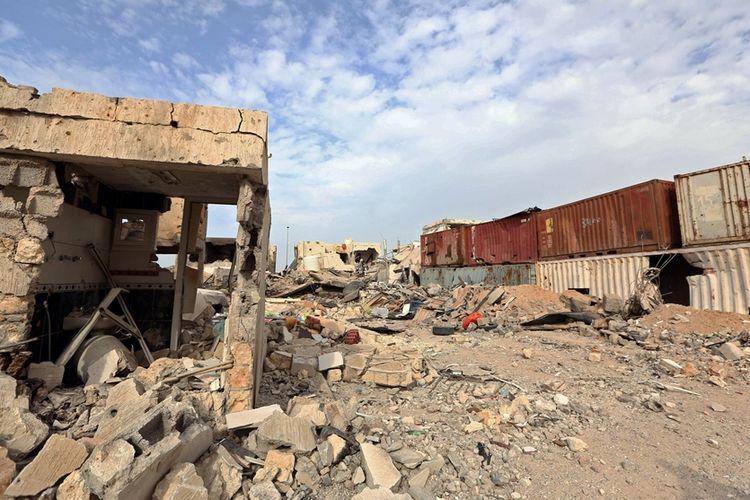 Sisa-sisa kehancuran akibat serangan yang dilancarkan melawan ISIS di distrik Al-Giza Al-Bahriya di Sirte, Libya. Foto diambil pada Desember 2016.