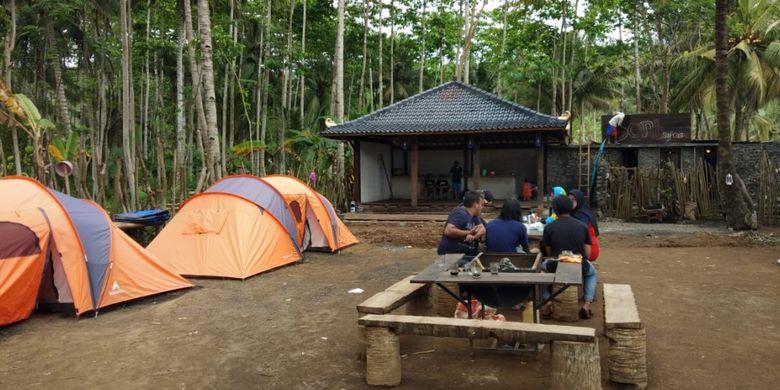 Fasilitas tenda di camping ground Pantai Wedi Awu, Kabupaten Malang