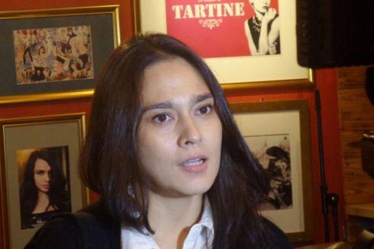 Sha Ine Febriyanti diabadikan ketika menghadiri sebuah acara diskusi di fX Senayan, Jakarta Pusat, Senin (14/11/2016).