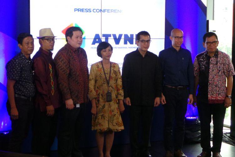 Peluncuran pembentukan Asosiasi Televisi Nasional Indonesia (ATVNI), di kawasan Kuningan, Jakarta Selatan, Selasa (10/10/2017). ATVNI beranggotakan 3 stasiun televisi, yakni PT Cipta Megaswara Televisi (Kompas TV), PT Net Mediatama Televisi (Net), dan PT Metropolitan Televisindo (RTV).