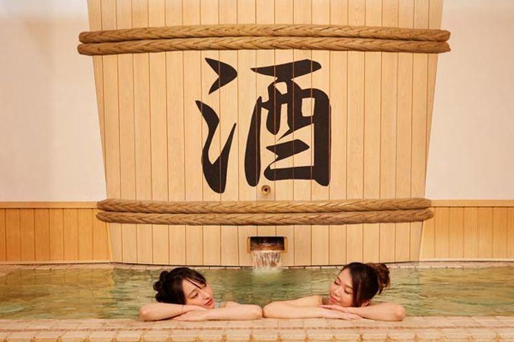 Sake-buro merupakan pemandian air panas atau onsen di Tokyo, Jepang, yang dicampur dengan sake.