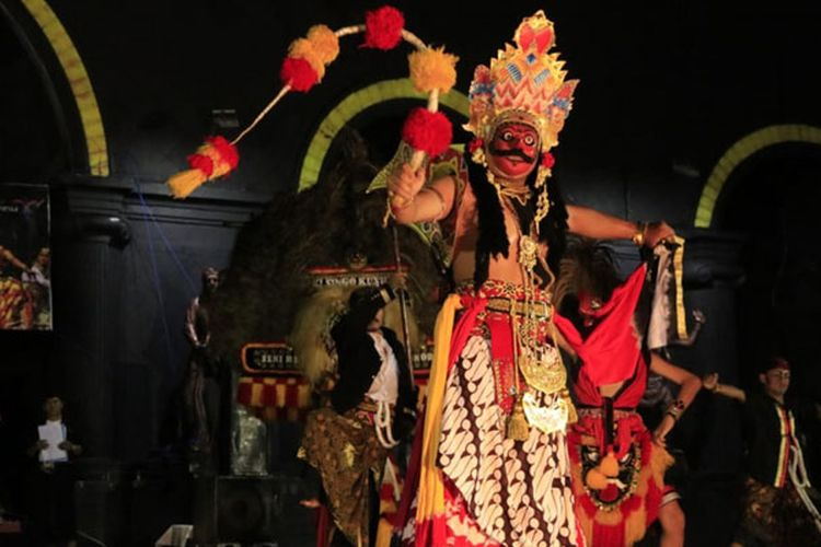 Reog, kesenian khas Ponorogo tampil di Alun-alun Ponorogo, Jawa Timur, Rabu (23/1/2019) malam.