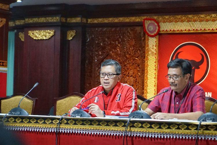 Sekjen PDI-P Hasto Kristiyanto saat menggelar konferensi pers di Hotel Inna Grand Bali Beach, Rabu (7/8/2019).